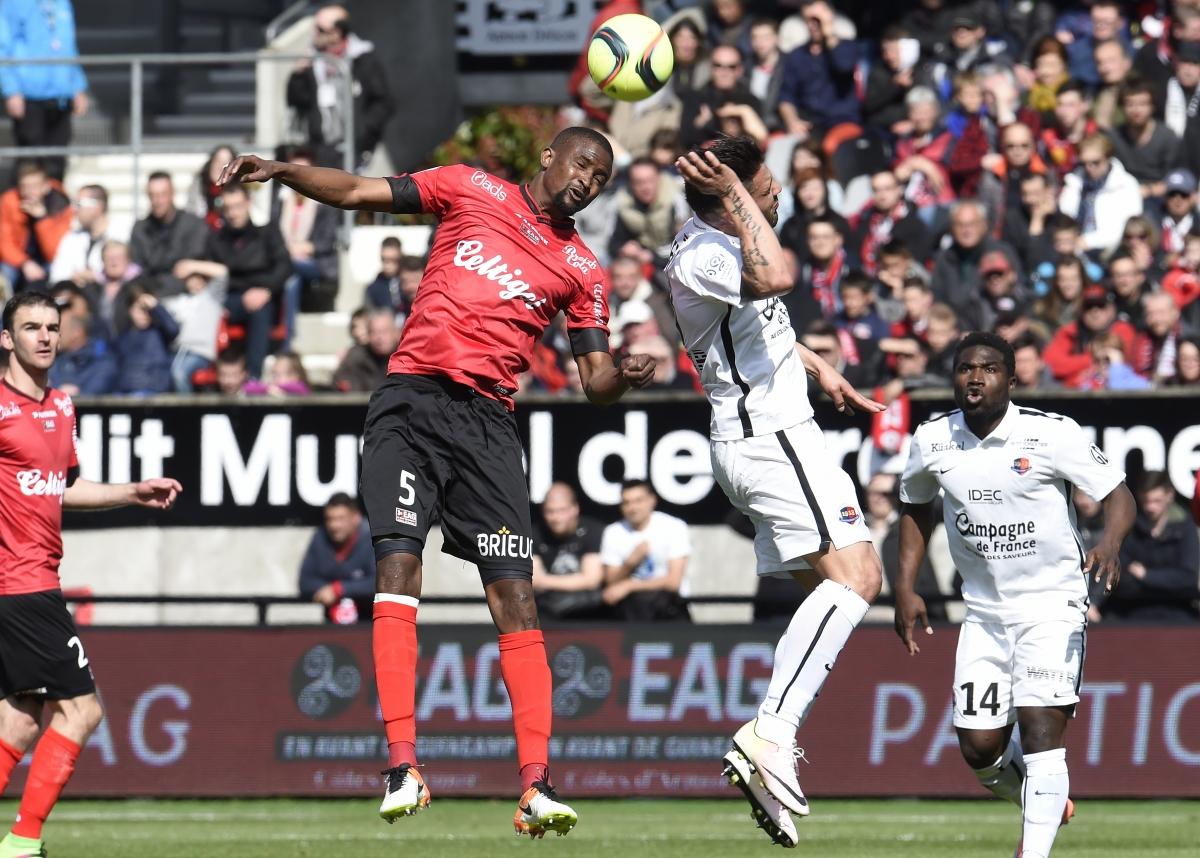 [14e journée de L1] SM Caen 1-1 EA Guingamp Delort_diallo_ds_las_airs_0