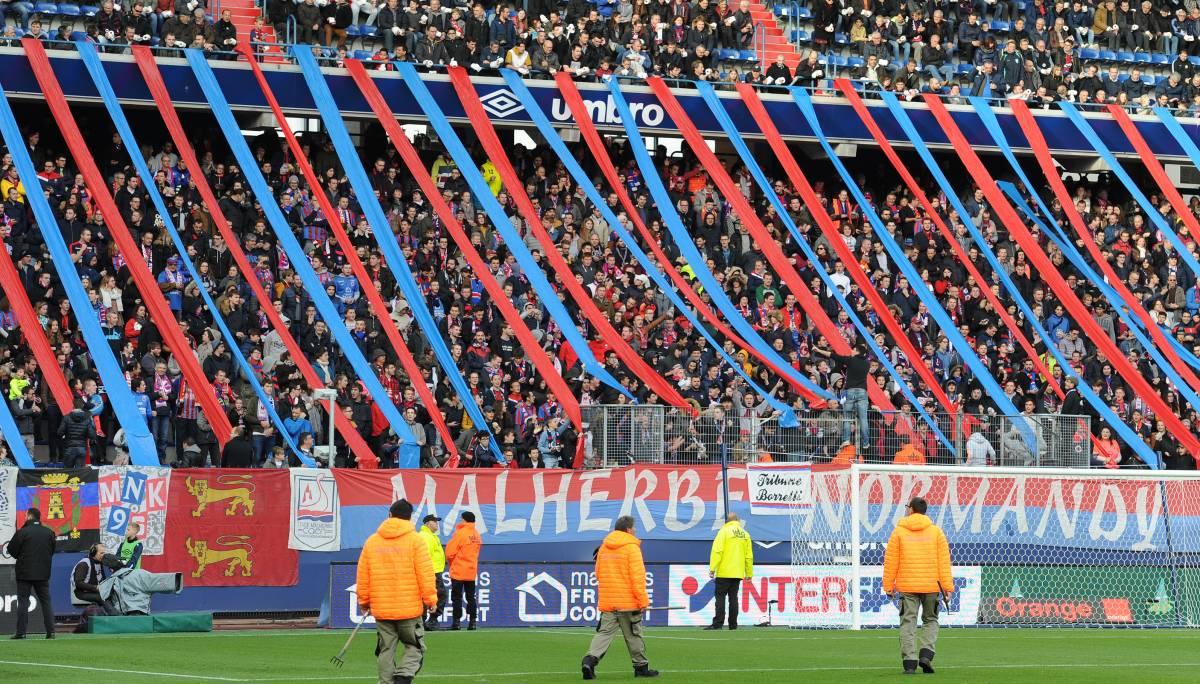[14e journée de L1] SM Caen 1-0 FC Girondins de Bordeaux Mnk_bleu_et_rouge_1