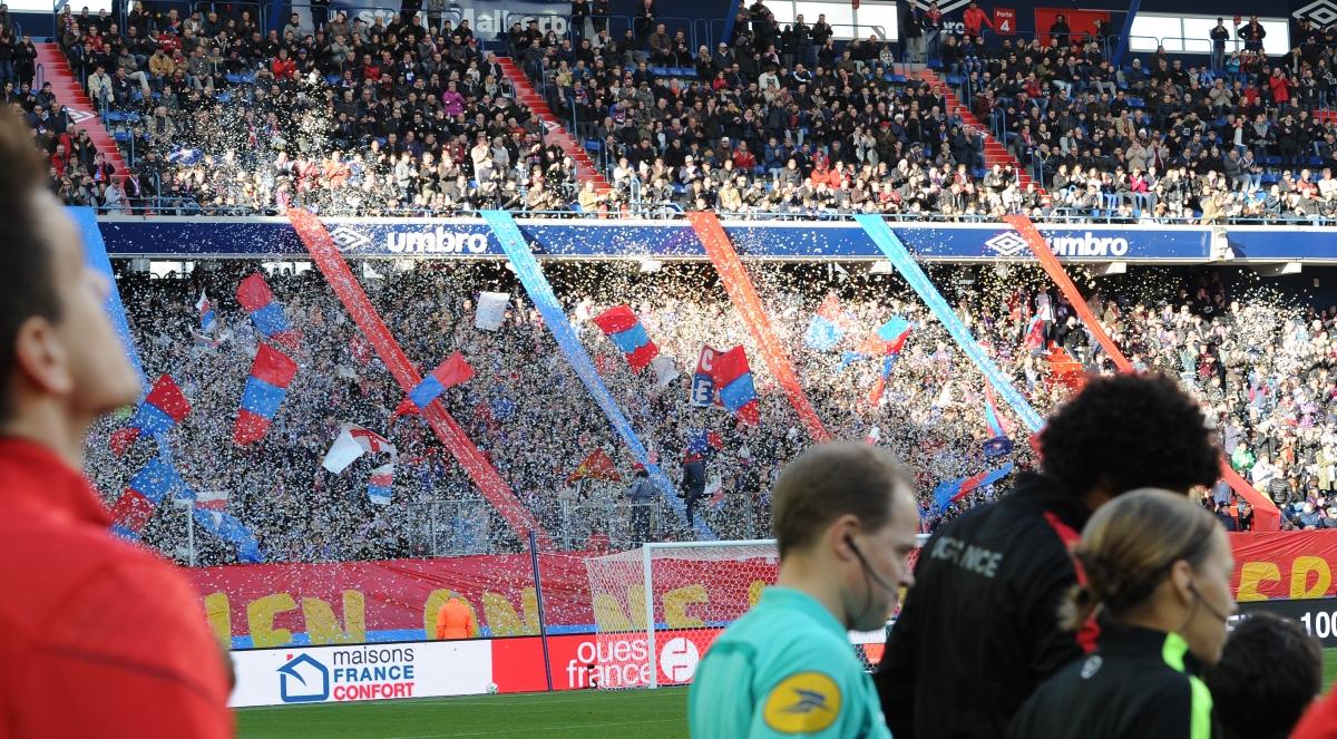 [14e journée de L1] SM Caen 1-1 EA Guingamp Mnk_confettis_2