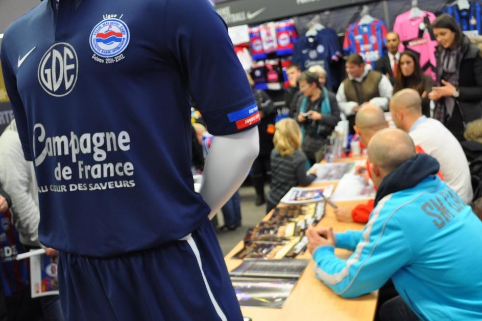 ef720753c63 Dédicaces à Intersport Mondeville   Résumé de match - interviews SMC -  Photos Stade Malherbe Caen