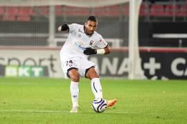 Souvent irréprochable cette saison, Alexander Djiku a été désigné joueur du mois d'Octobre Künkel devant Frédéric Guilbert