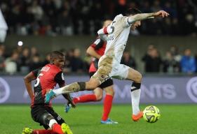 Malgré une légère entorse de la cheville droite contractée à Montpellier, Julien Féret est apte au service comme en témoigne sa présence dans le groupe.