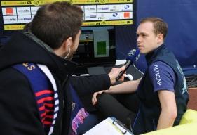 Après avoir disputé sa finale le matin dans le Salon connecté by Orange, Axel - ici, interviewé par François Duval, le speaker de d'Ornano - a effectué un match d'exhibition contre Xavier, vainqueur sur Playstation 4.
