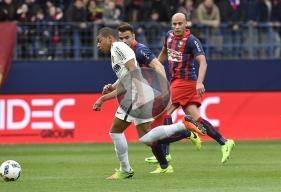 Auteur d'un doublé et ayant provoqué un penalty, Kylian Mbappé - ici, poursuivi par Damien Da Silva et Alaeddine Yahia - a reçu une acclamation des 20 000 spectateurs de d'Ornano.
