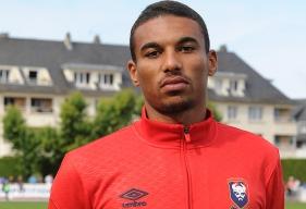 """Arrivé la semaine dernière au Stade Malherbe, Alexander Djiku devrait connaître son baptême du feu sous le maillot """"Bleu et Rouge""""."""