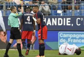 Averti contre Toulouse mercredi soir, Alexander Djiku sera suspendu pour le déplacement à Nice le 12 mai.