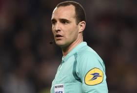 Benoît Millot a déjà arbitré à deux reprises le Stade Malherbe cette saison : lors des 8eet 33ejournées avec des défaites 2-0 contre Angers à domicile et 3-0 à Amiens.