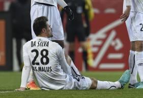 """Sorti à l'heure de jeu en se tenant la cuisse gauche, Damien Da Silva pourrait souffrir d'un claquage. """"Je ne suis pas médecin, mais vu sa blessure, il va en avoir pour 15 jours-trois semaines d'arrêt"""", a confié Patrice Garande."""
