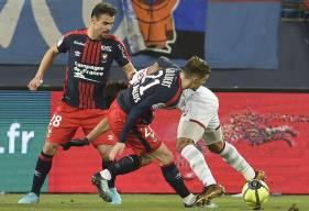 Ayant écopé d'un troisième avertissement en moins de dix rencontres contre Lille, Damien Da Silva sera suspendu pour le 16e de finale de la Coupe de France à Canet-en-Roussillon.