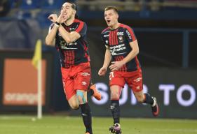 Enzo Crivelli et Frédéric Guilbert célébrant le but de l'attaquant caennais lors du match nul (2-2) face au Stade Rennais