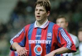 Formé au SMC ; un club dont il a défendu les couleurs jusqu'en 1998, Frédéric Née reviendra dans l'émission Allô Malherbe sur son expérience comme entraîneur-adjoint de l'équipe de France féminine.