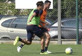 """Pour Julien Féret, le Stade Malherbe possède avec Ivan Santini un buteur hors norme. """"S'il est servi dans de bonnes conditions, Ivan ne vas pas se gêner pour empiler les buts""""."""