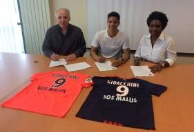Natif de Kansas City, Nicholas Gioacchini (18 ans) - jeune attaquant italo-américain - évoluait jusqu'à présent au Paris FC.