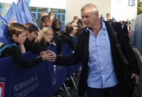 Pour Patrice Garande, ici, accueilli par de jeunes supporters à la descente du bus, le scénario de la défaite subie à Nantes a servi à ses joueurs contre Amiens.