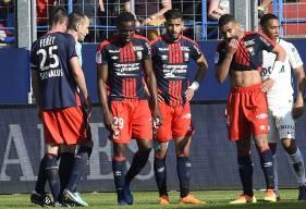 Ayant écopé d'un match de suspension ferme, Romain Genevois - ici, au milieu de ses coéquipiers - ratera les retrouvailles avec son ancien club niçois ce week-end.