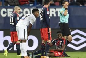 Victime d'un coup sur le genou droit quand il se trouvait en extension, Romain Genevois a été contraint de quitter la pelouse quelques minutes avant la fin du match.