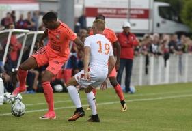 Sous le regard de Patrice Garande (au second plan), Ronny Rodelin a ouvert la marque contre Lorient en première période d'une magnifique demi-volée.