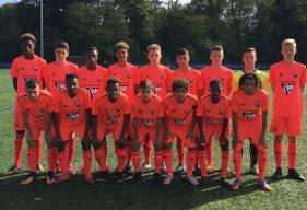 Avant d'affronter leurs homologues du PSG, les U16 du Stade Malherbe prennent la pose au Camp des Loges.