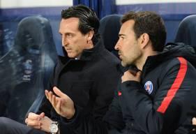Contre le Stade Malherbe, Unai Emery - ici, avec l'un de ses adjoints - pourrait être privé d'Alphonse Areola et Neymar, tous les deux malades.