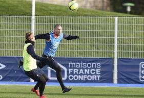 Un doute plane sur la participation de Vincent Bessat (ici, lors d'un entraînement avec Jan Repas) pour affronter Angers. Le n°11 du Stade Malherbe a ressenti des douleurs après le match à Lyon. ©Photo d'archives