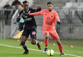 Victime d'une légère élongation aux adducteurs face à Bordeaux, mardi soir, Youssef Aït Bennasser devrait reprendre l'entraînement avec le groupe jeudi prochain.