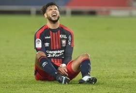 Auteur de quelques gestes techniques de très grande classe, Youssef Aït Bennasser hurle sa frustration au coup de sifflet final après la défaite du Stade Malherbe face à l'OL.