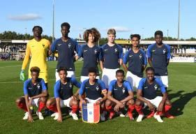 Destiné Jopanguy et Jason Ngouabi (debout à gauche) étaient titulaires face à l'Espagne avec les U16 français