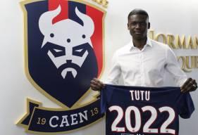 Après Younn Zahary hier, Brice Tutu a lui aussi signé son premier contrat professionnel avec le Stade Malherbe jusqu'en 2022