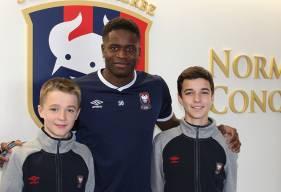 Tom et Lucas, joueurs du Stade Malherbe Caen en U14 ont effectué l'entretien de Brice Samba, joueur du mois de février