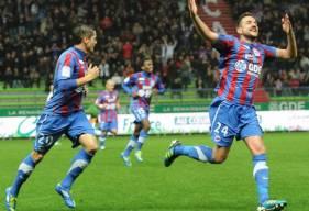 La joie de Grégory Leca lors de l'ouverture du score en 2011 et un succès 3-0 face au DFCO