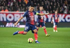 Fayçal Fajr s'est illustré en réalisant un très beau geste technique lors du match SM Caen - Lille LOSC