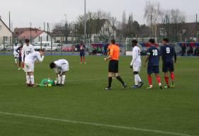 Le gardien lensois est resté de longues minutes au sol après un contact avec Nicholas Gioacchini dans la surface en fin de rencontre