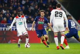 Paul Baysse et la défense du Stade Malherbe n'ont rien pu faire face aux offensives lyonnaises malgré la réduction du score de Casimir Ninga