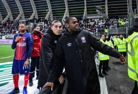 Prince Oniangué et les caennais ont échangé avec les nombreux supporters qui ont fait le déplacement hier soir après le match à La Licorne