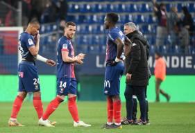 La déception des joueurs du Stade Malherbe Caen après le revers face au Angers SCO samedi soir