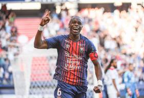 Après son but de la tête faec à l'Olympique Lyonnais, Prince Oniangué est en tête du Top But du Stade Malherbe Caen devant Saïf-Eddine Khaoui