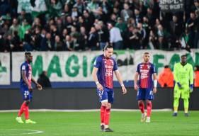 La tête basse des joueurs du Stade Malherbe Caen après le lourd revers face à l'AS Saint-Etienne hier soir
