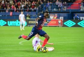 Casimir Ninga aurait pu ajouter un quatrième but en fin de rencontre, gêné par un défenseur rémois, il a buté sur Édouard Mendy