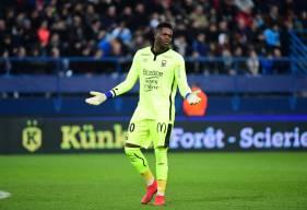 Brice Samba a regretté le début de seconde période du Stade Malherbe Caen face à l'OM, marqué par le but de Morgan Sanson et le carton rouge reçu par Frédéric Guilbert