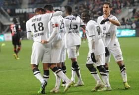 La joie de Nicolas Seube, N'Golo Kanté et les caennais lors de la victoire sur la pelouse du Stade Rennais en 2015