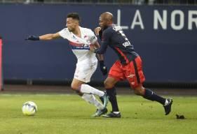 Baïssama Sakoh au duel la saison dernière avec Marçal lors de la réception de l'Olympique Lyonnais à d'Ornano