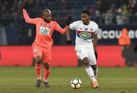 Baisama Sankoh au duel avec Kenny Tété la saison dernière lors de 1/4 de la Coupe de France face à l'OL, à d'Ornano