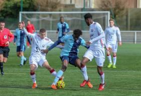 Théo Barré, Jason Ngouabi et la défense des U19 Nationaux ont dû s'incliner juste avant l'heure de jeu