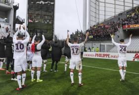 La joie entre les joueurs du Stade Malherbe Caen et les 250 supporters présents au stade Bollaert hier après-midi