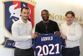 Après une saison passée au Mumbai FC, Arnold Isako retrouve l'Europe, il s'est engagé avec le Stade Malherbe pour deux saisons
