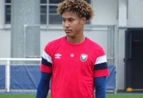 Formé au Stade Malherbe Caen, Alexis Beka Beka fait sa première apparition dans le groupe professionnel