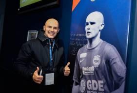 L'ancien milieu de terrain du SM Caen (2007-2012) Benjamin Nivet était présent vendredi soir au Stade Michel d'Ornano pour donner le coup d'envoi fictif du match face à l'AC Ajaccio