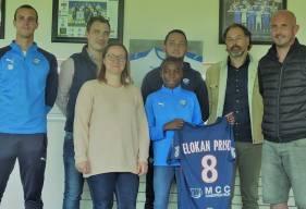 Stéphane Nado, directeur du centre de formation présent aux côtés de Steven Elokan Priso dans les locaux du FC Saint-Lô