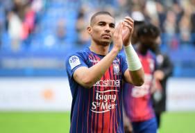 """Alexander Djiku aura fait le bonheur des supporters du Stade Malherbe Caen durant les deux dernières saisons diputées chez les """"rouge et bleu"""""""