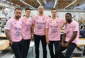 À l'occasion d'Octobre Rose, les joueurs du Stade Malherbe Caen porteront un maillot rose pour affronter le VAFC